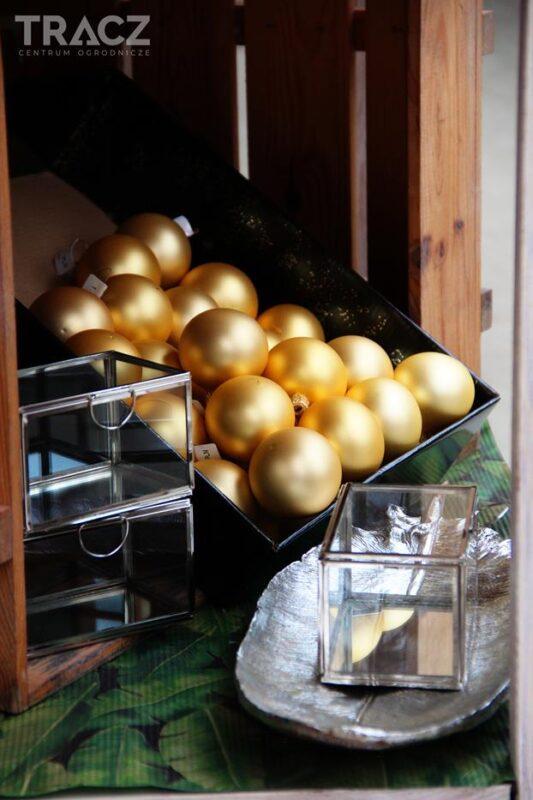 złote bombki, szklane dekoracje świąteczne
