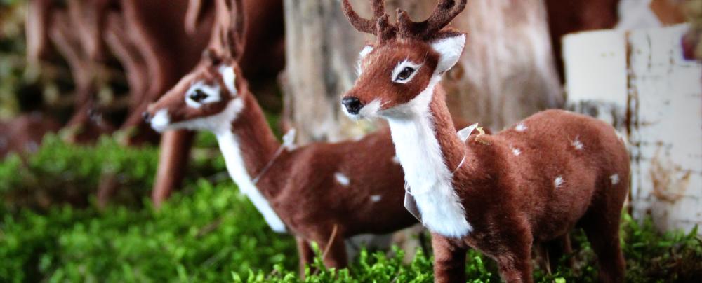 leśna chatka, renifery, naturalne ozdoby świąteczne