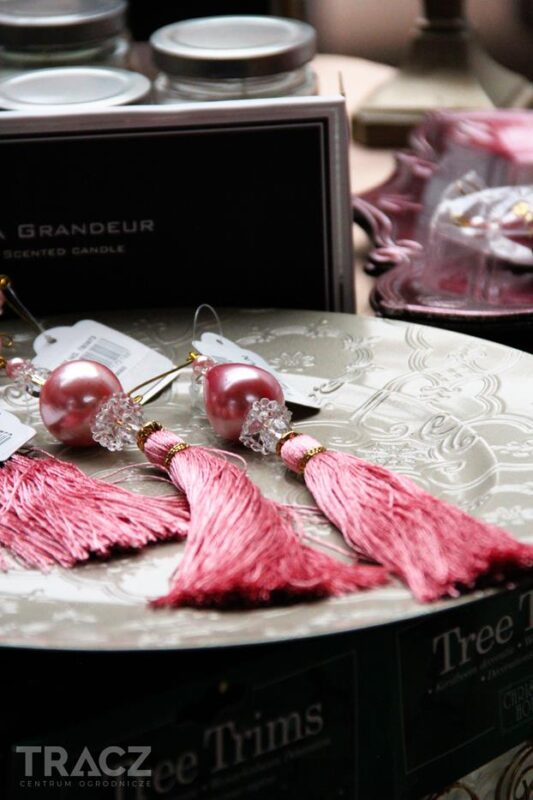 różowe frędzle dekoracje bożonarodzeniowe