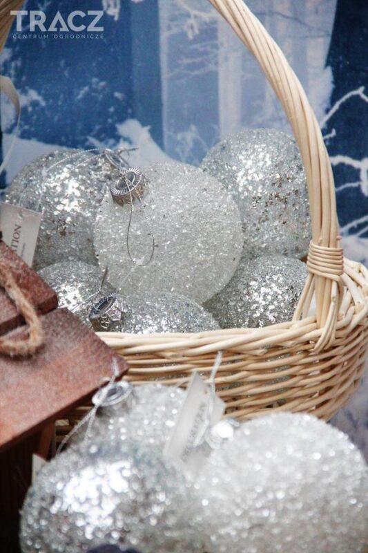zmrożone bombki, dekoracje bożonarodzeniowe